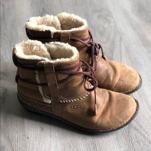 UGG • Leather Toe Up Lace Up Boots